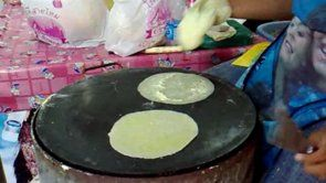 Making Roti Sai Mai
