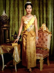 queen sirikit wearing thai dusit dress