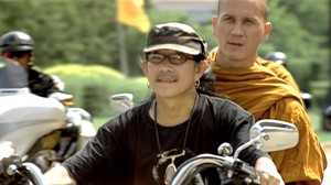 Noi and biker friend Ed Carabao (photo credit: i.ytimg.com)