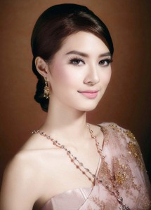 Traditional Thai Make Up Look and Hair Style