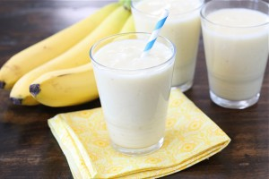 banana, pineapple & coconut smoothie (photo credit: makeandtakes.com)