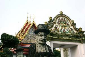 A farang temple guard at Wat Pho (photo credit: Ian Gratton, wikimedia.org)