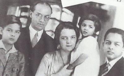 Prince Rangsit, his wife Elizabeth and their three children (photo credit: songkran.eu)