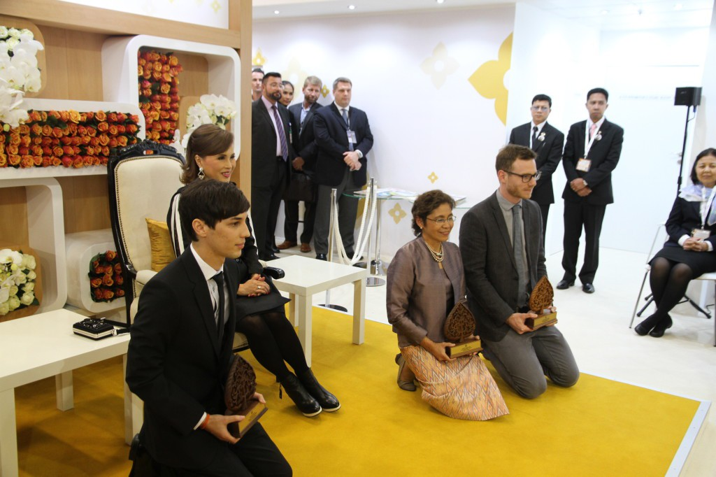 Patrick receives the Thainess Award by Princess Ubolratana Mahidol in Berlin (photo credit: burning-music.de)