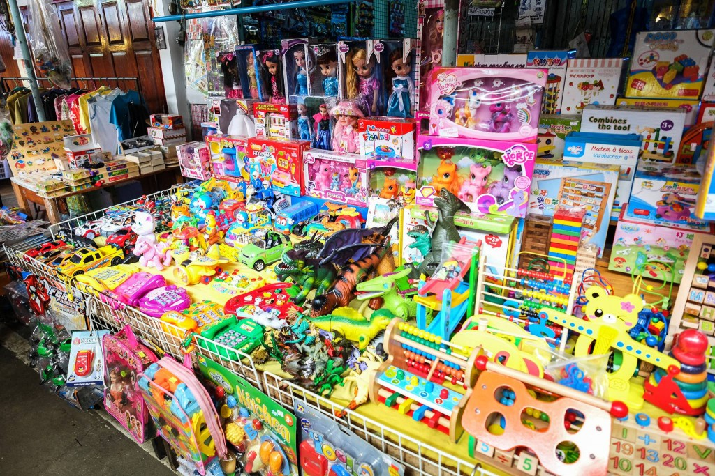 Plenty of children's plastic toys*