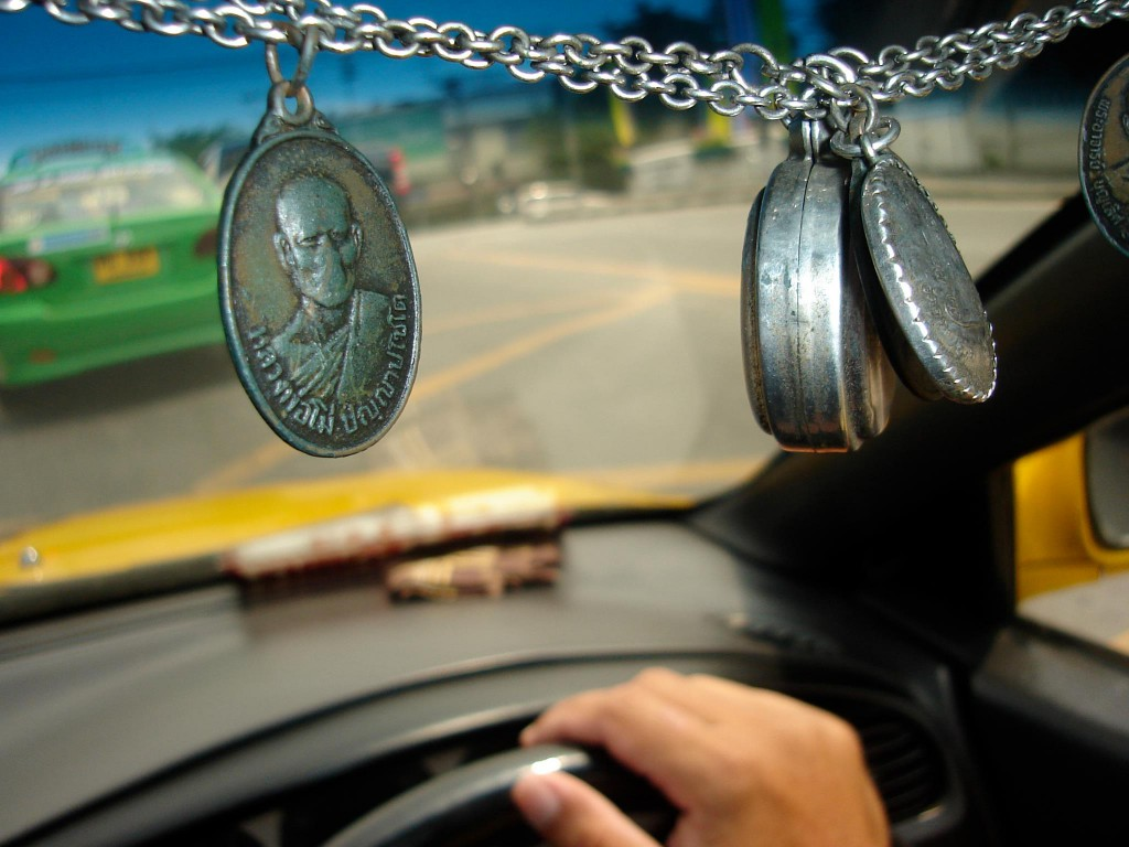Amulets as blessings on the road*
