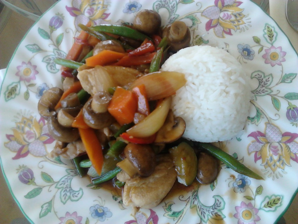 Homemade stir-fried mixed vegetables with chicken (photo taken by myself)