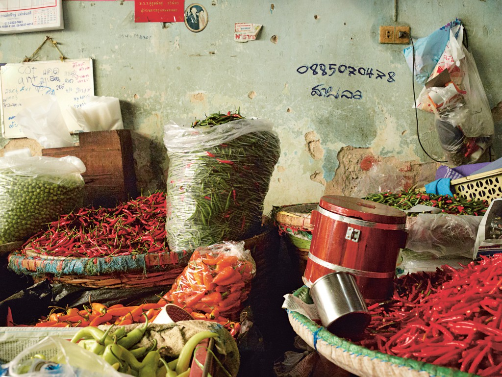 122-3 Chili store (Thailand: The Cookbook, Jean-Pierre Gabriel, € 39,95, Phaidon 2014, www.phaidon.com)