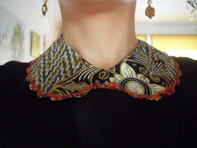 collar necklace with Thai fabric
