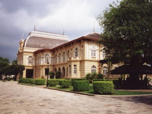 Boromphiman Mansion is part of the Grand Palace and is situated in Siwalai garden (photo credit: commons.wikimedia.org)