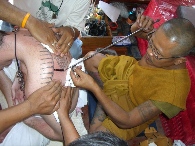Hlwong Pi Pant tattooing a Yant in Ang Tong Province (photo credit: sakyant, wikimedia.org)