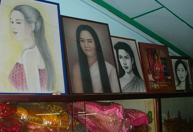 Mae Nak Phra Khanong shrine offerings, portraits of the spirit and dresses (photo credit: Xufanc, wikimedia.org)