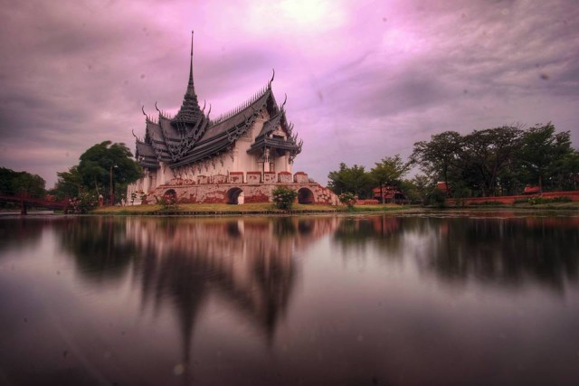 A historical Thai building**