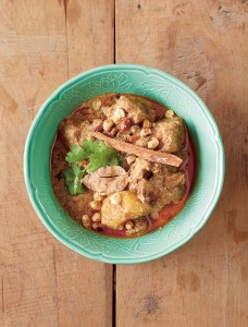 232 beef massaman curry 122-3 Chili store (Thailand: The Cookbook, Jean-Pierre Gabriel, € 39,95, Phaidon 2014, www.phaidon.com)