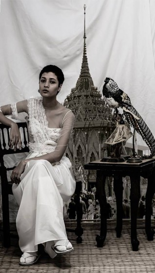 A white dress with the phuang malai in the belt (photo: Rotsaniyom FB page)