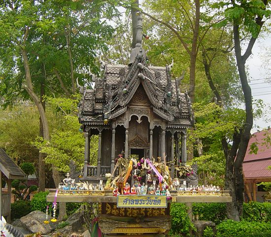 Taksin Memorial Spirit House (photo: wikimedia.org)