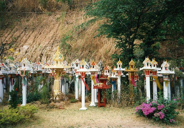 Spirit houses, San Phra Phum (photo: W. Horsch, wikimedia.org)