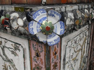 Pieces of multi-coloured Chinese porcelain at the Temple of Dawn, Bangkok (photo: Sirinya Pakditawan)