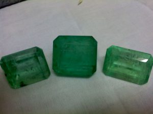 Cut emerald stones (photo: irvin calicut, wikimedia.org)