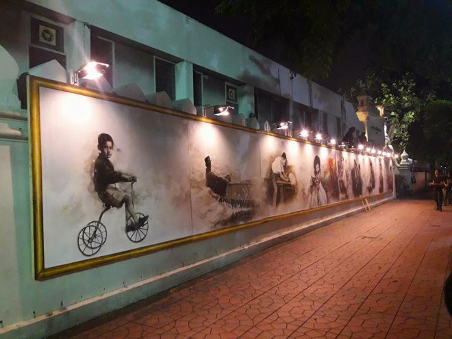Students have painted great pictures of H.M. King Bhumibol's life (credit: Silpakorn University, FB Page)