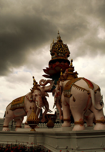White Elephants – Monument to honour King Bhumibol Adulyadej in front of Bangkok's Lak Mueang (credit Puja1984, wikimedia.org)